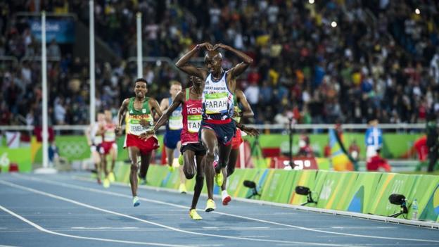 Mo Farah retains 10,000m title